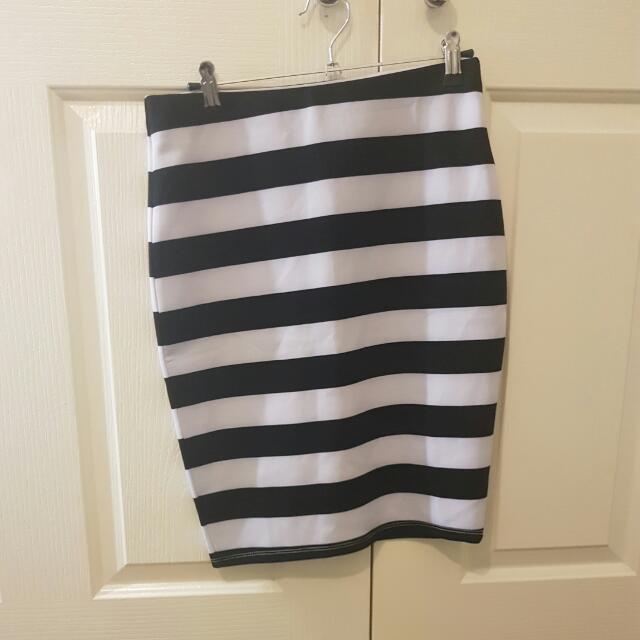 Striped Black And White Scuba Skirt Size S