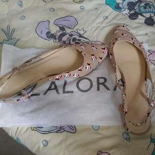 ZALORA 魚圖案平底鞋 40size 係呢個平台買返嚟 只係屋企試著過 因款式唔適合所以放售
