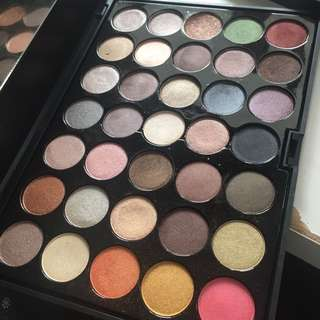 Crown 35 Colour Metal Eyeshadow Palette
