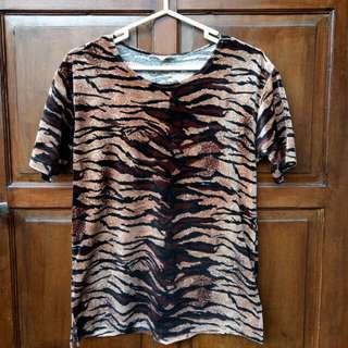 Kaos Leopard Macan Bludru