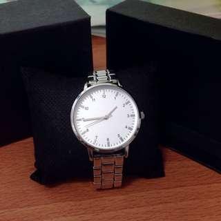🚚 銀色石英錶 數字金屬手錶
