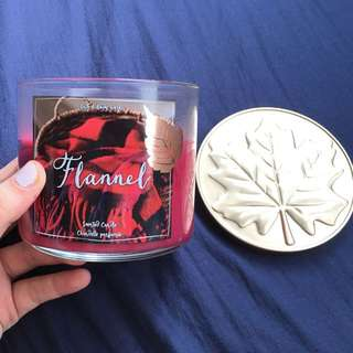 Bath & Body Works Scented Candle (Flannel)