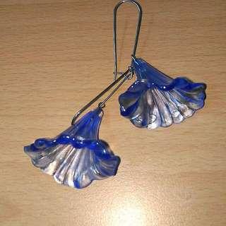 透明藍色垂墜花朵耳環