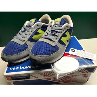 [SOLD] New Balance Classic Traditionnels Size 5/6