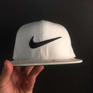 Nike SnapBack 白底黑勾