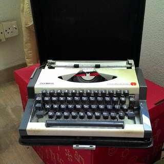 Rare Olympia Typewriter In Good Condition Good Buy $180