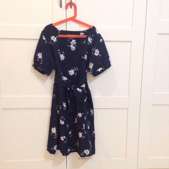 典雅白花綁帶洋裝