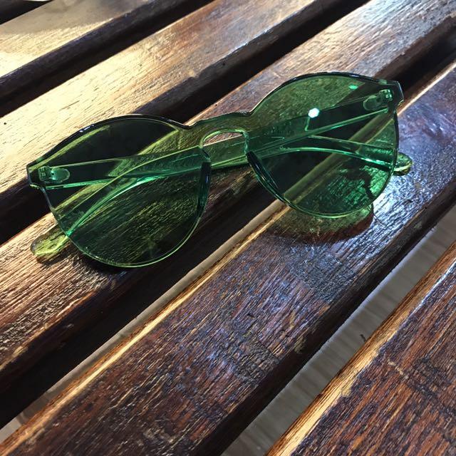 絕不撞款:植物系全透明綠色造型墨鏡🕶️