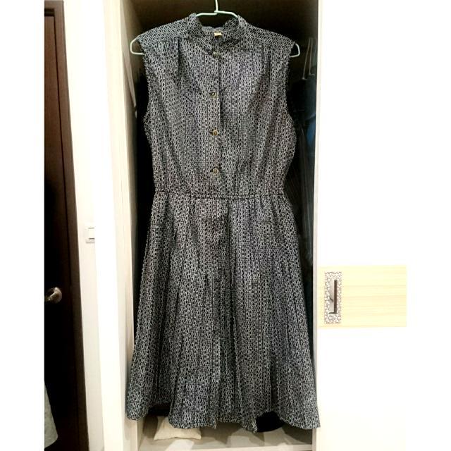 古著立領黑底方格印花復古百褶洋裝