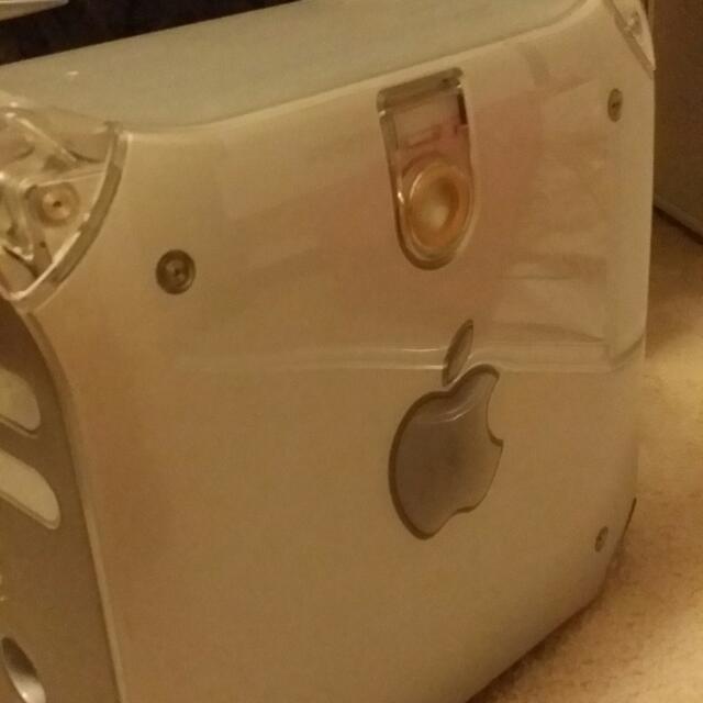 Apple Desktop computer