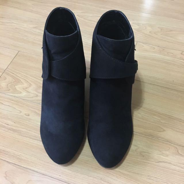 Betts - Suede Platform Boots