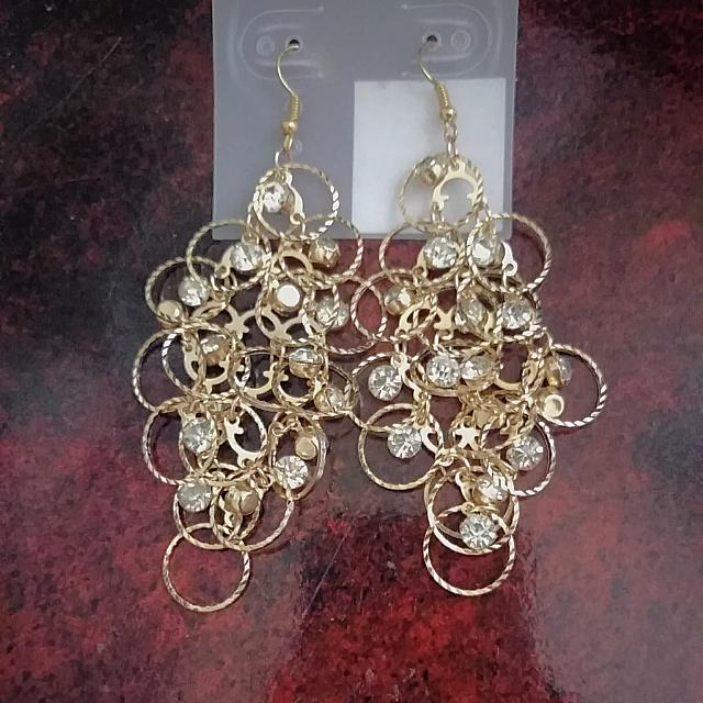 Brand new Earrings From Suzy Shier