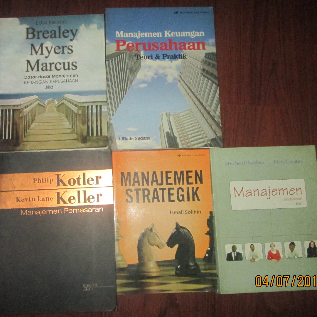 Buku Referensi Ekonomi Manajemen Pemasaran, Books & Stationery, Books on Carousell