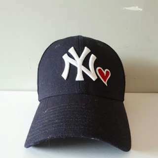 Navy blue NY Yankees hat with heart