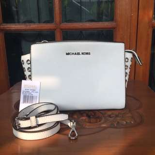 MICHAEL KORS - Medium Selma Grommets Messenger Bag