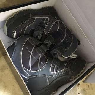 Boy Snow Shoes Size 12/13(31)