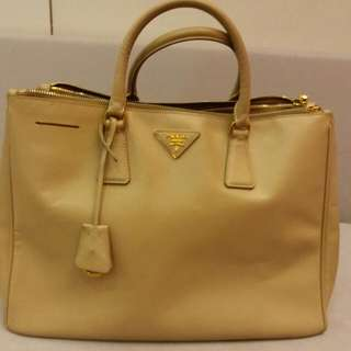 SALE! Only Fast deal $300 Prada Saffiano Preloved Authentic