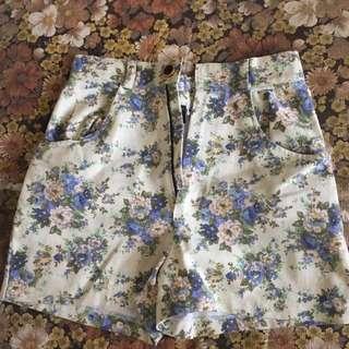 Flower Short Jeans