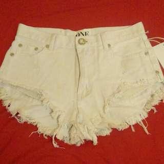 【含運】時尚潮牌白色短褲