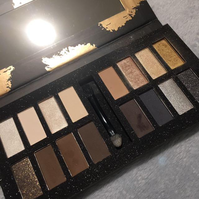 DB16 Eye Shadow Palette