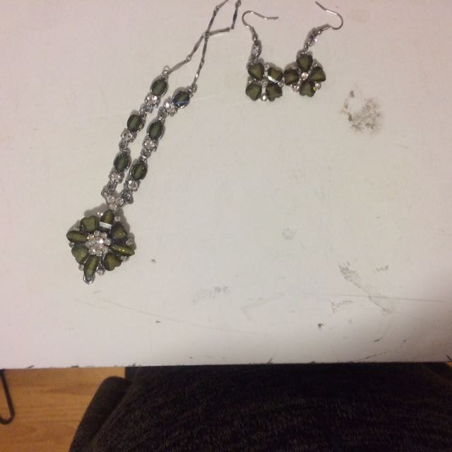 Earing And Necklace Set