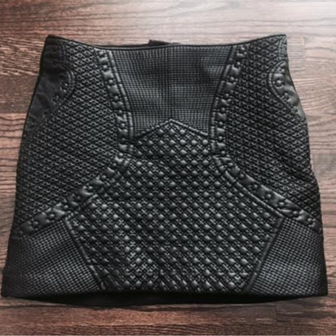 Faux leather textured mini-skirt