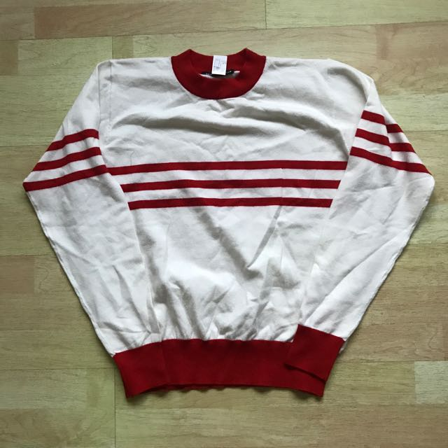 bab133182cc322 pending) FCFS NWT Brandy Melville Striped Red Pullover