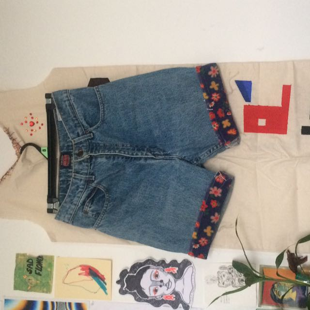 JUST JEANS SHORTS W FLORAL DETAILING