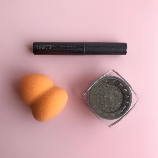 L'Oreal Infallible Eyeshadow (755 Gilded Envy) + Makeup Sponge