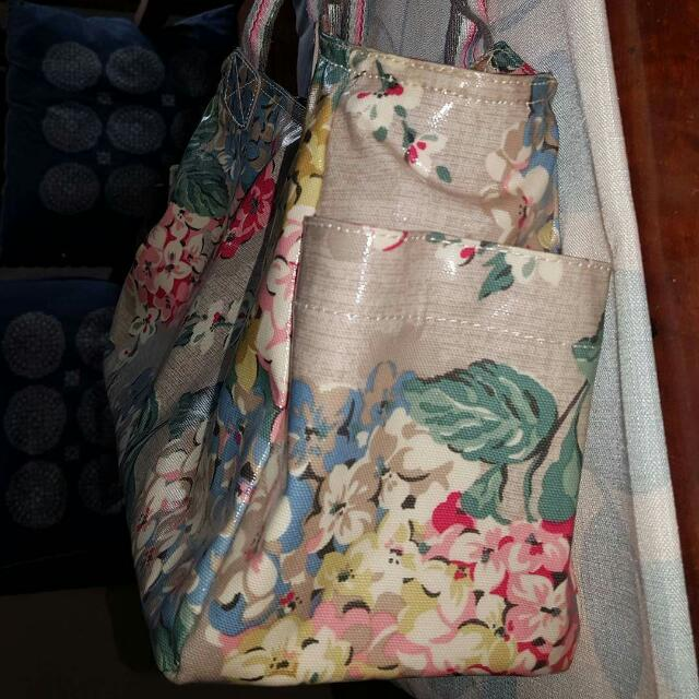 c04ea63d0204 On Hold- New With Tags Cath Kidston London Hydrangea Day Bag Color Oat,  Women's Fashion, Bags & Wallets on Carousell