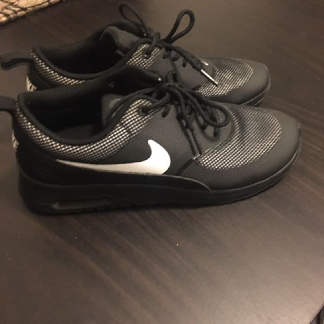 NIKE THERAS - Black And White