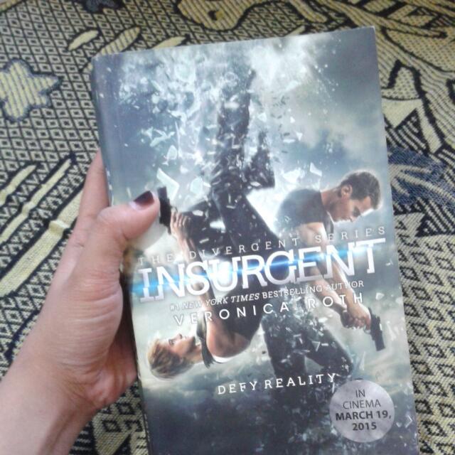 Novel Insurgent ( The Divergent Series )