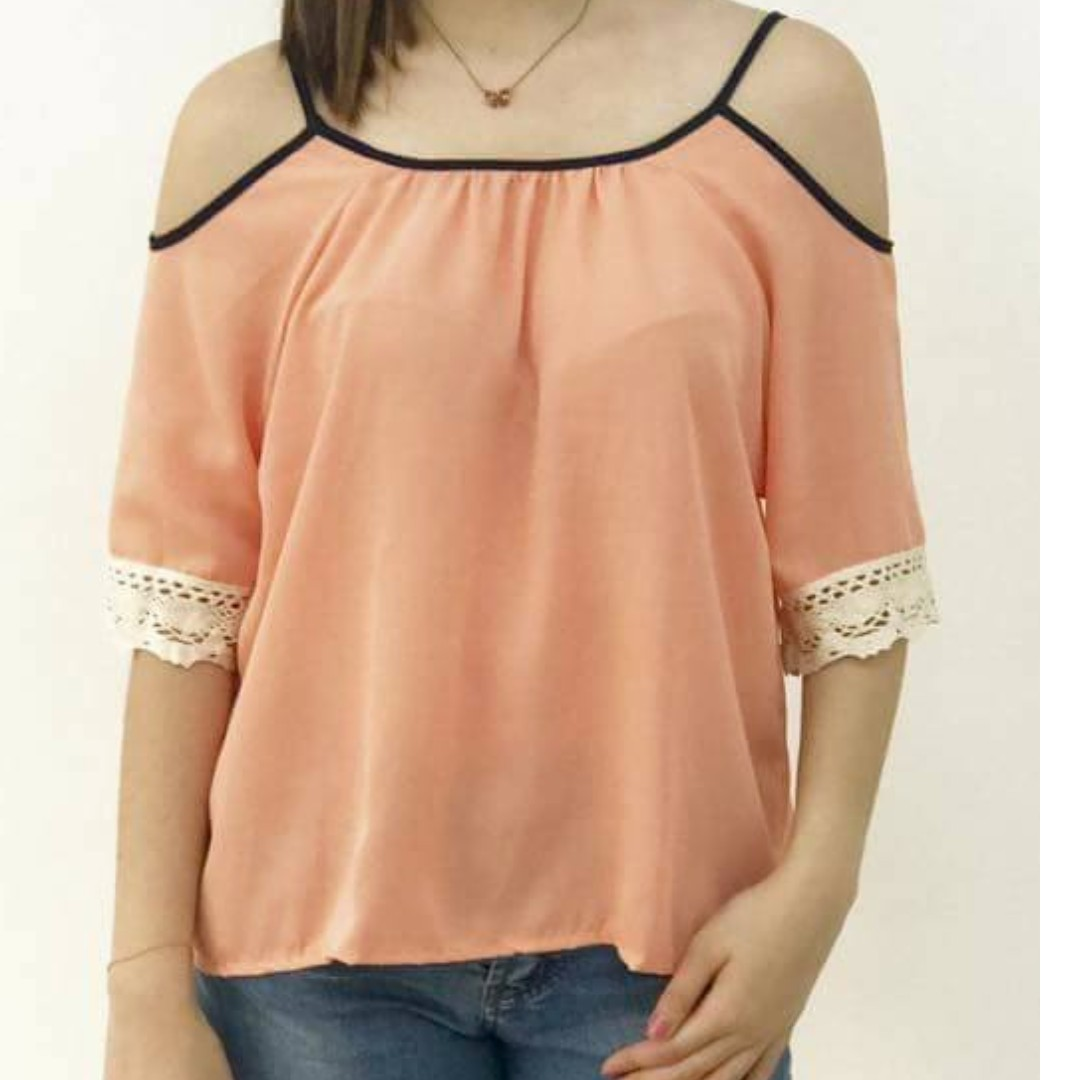 [ON HAND] Laced Off-Shoulder Top
