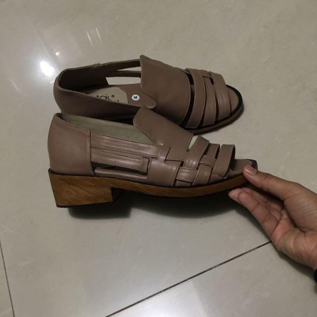 Retail Therapy Sepatu Sandal Coklat