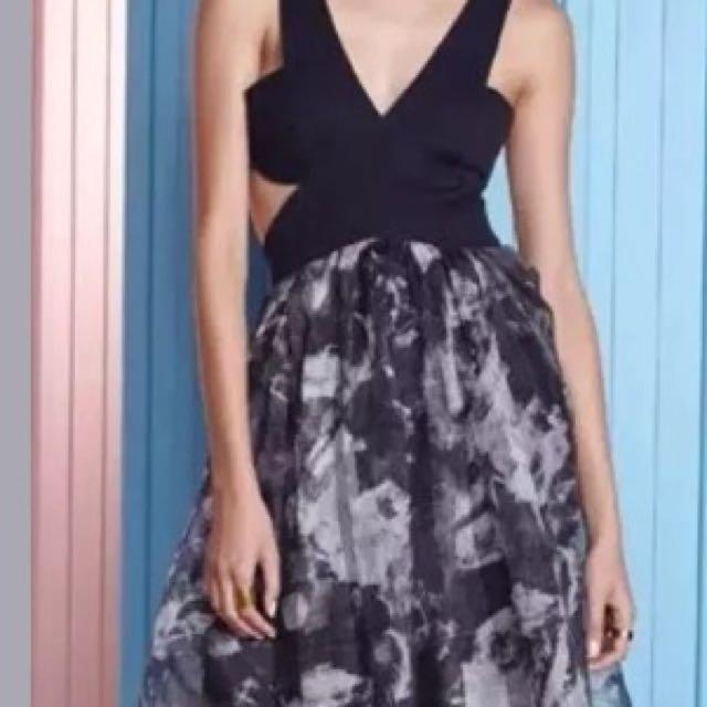 Shakuhachi Deep v Cut Out Midi Dress Size 8