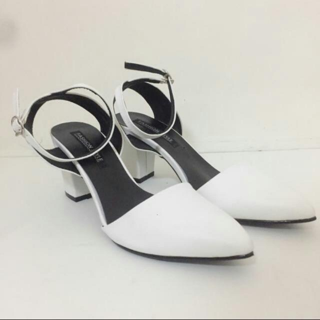 White Mid Heels Sandals, Preloved Women's Fashion, Shoes on Carousell