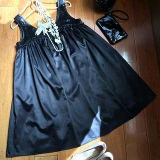 (含運)專櫃品牌【典雅M'SGRACY風黑色亮片荷葉領圍抓褶傘狀A字連身裙】