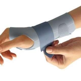 FUTURO™ Slim Silhouette Wrist Support - For Her(right hand)