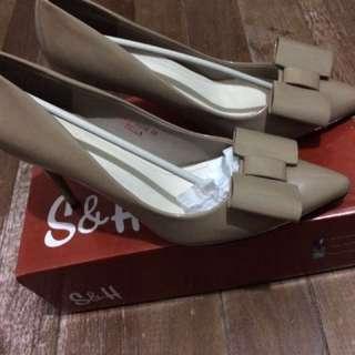 REPRICED S&H Brown Heels!!