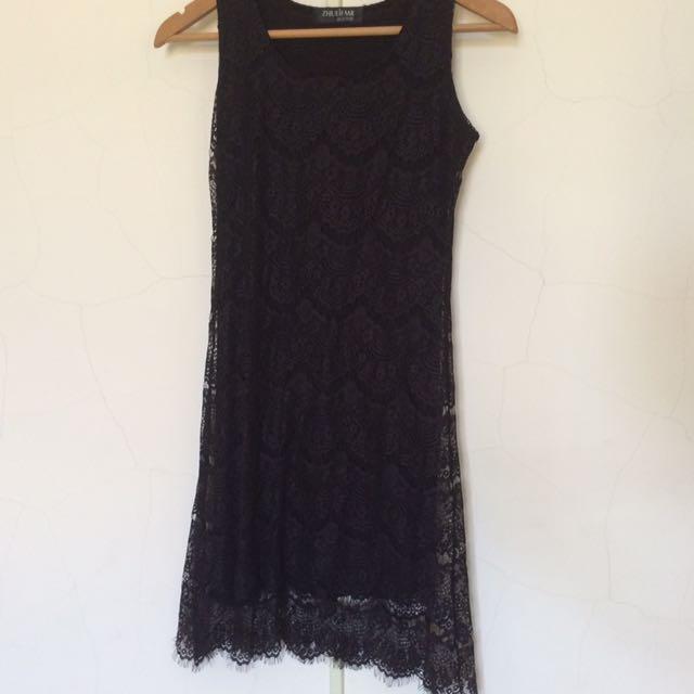 黑色背心式蕾絲洋裝