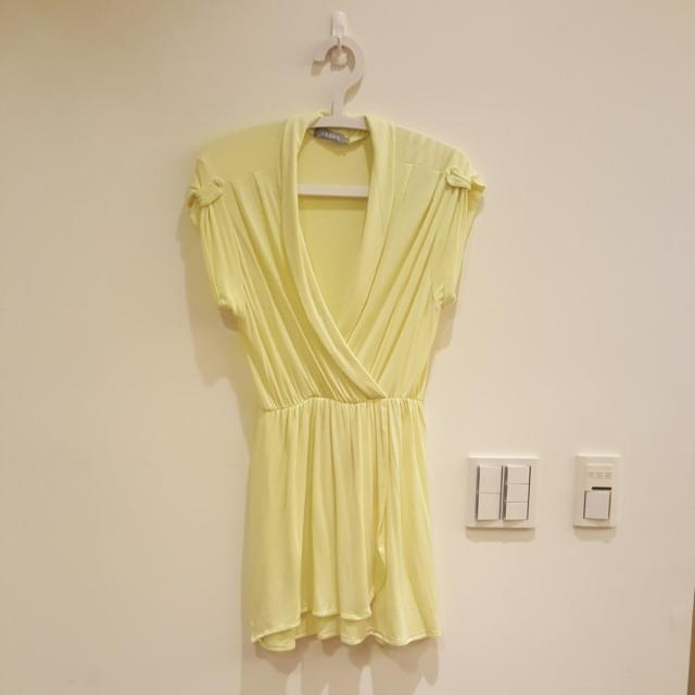 V領鵝黃色夏日洋裝 #我的旋轉衣櫃