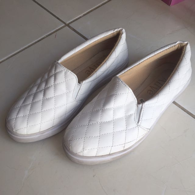 Alive white shoes