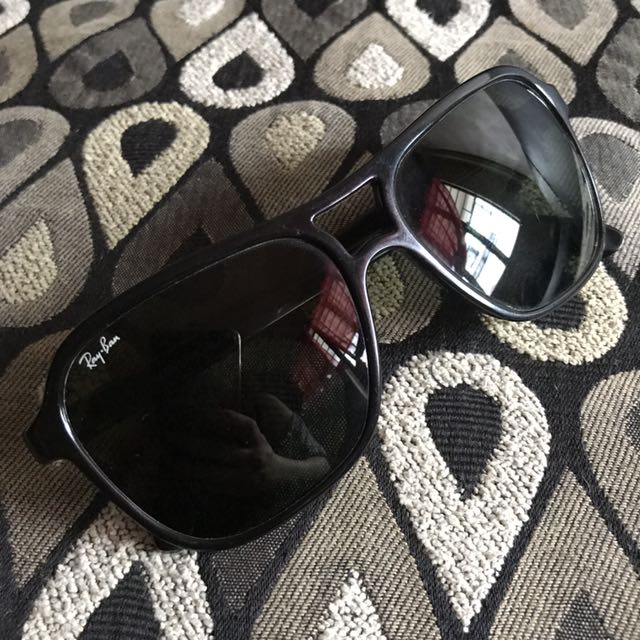 Authentic Ray Ban Sunnies (unisex)