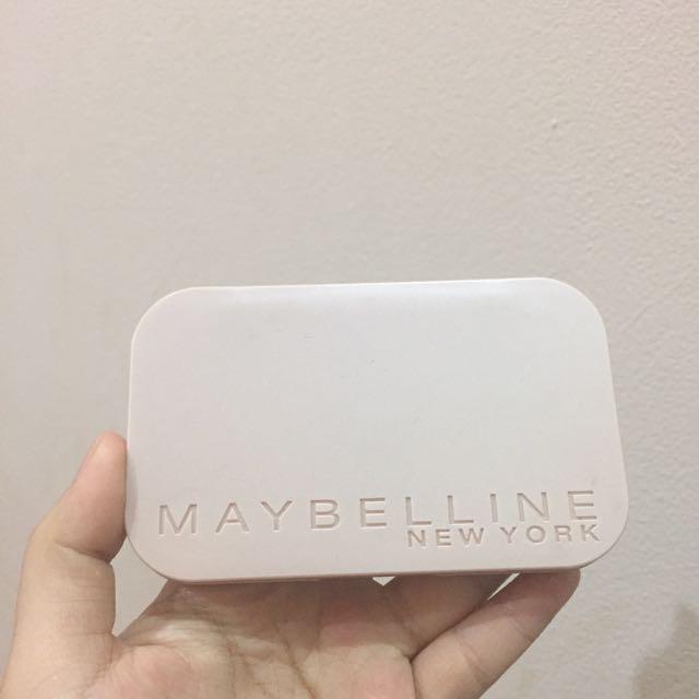 Bedak two way cake (Maybelline)