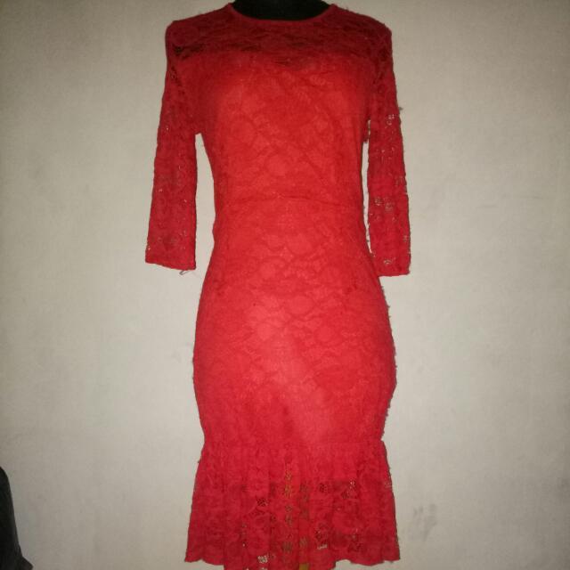 Dress Merah Brokat
