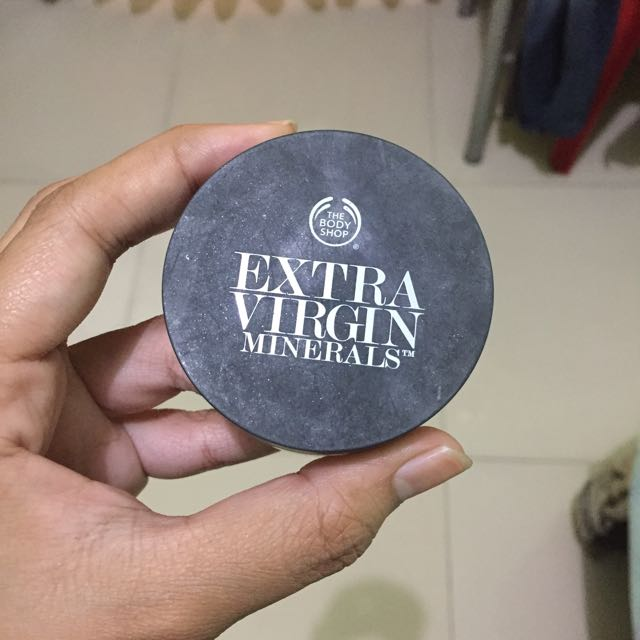 extra virgin loose powder by the body shop