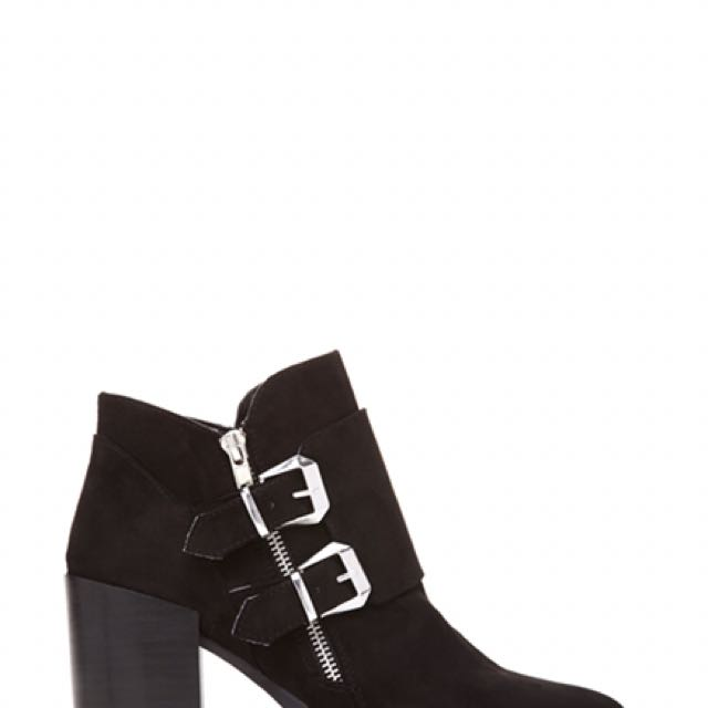 Forever 21 Pointed Chunky Heeled Boots