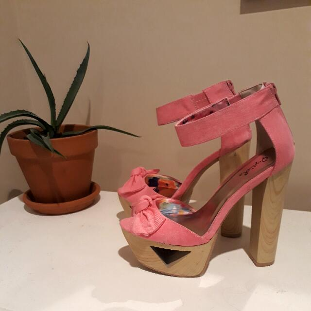 Hot Pink Qupid Platforms
