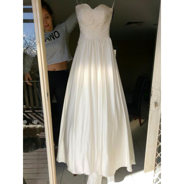 Pozzoni Ivory Wedding Dress