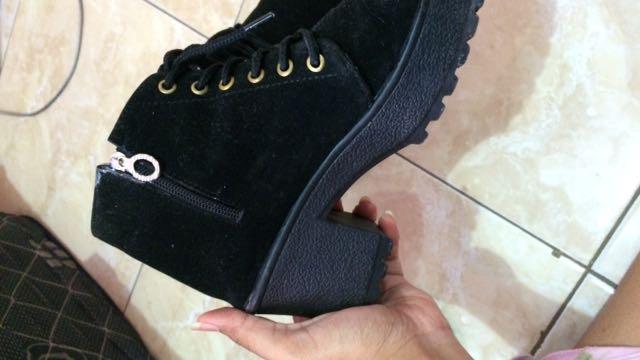 Sepatu Jungle Wanita